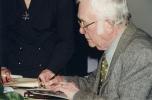 Josef Škvorecký podepisoval na festivalu své knihy.
