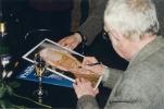 autogramiáda Josefa Škvoreckého na 10. ročníku Festivalu spisovatelů.