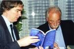 James Naughton a W. G. Sebald na Festivalu spisovatelů Praha v roce 1999