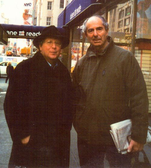 Philip Roth s básíkem Michaelem Marchem na 57. Avenue v New Yorku